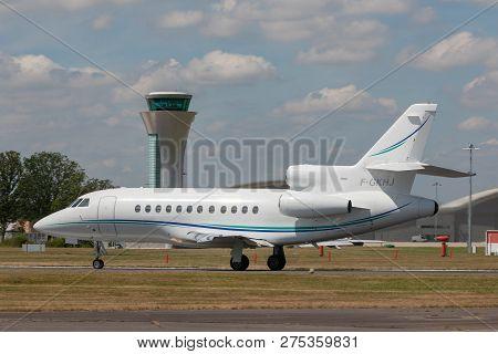 Farnborough, Uk - July 17, 2014: Dassault Falcon 900 Business Aircraft F-gkhj.