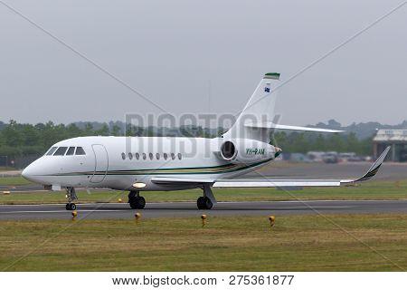 Farnborough, Uk - July 20, 2014: Dassault Falcon 2000ex Luxury Business Jet Vh-ram.