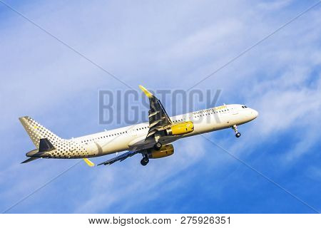 Lisbon, Portugal, September 9, 2015: Takeoff Airline Vueling Airbus-a321 From The International Airp