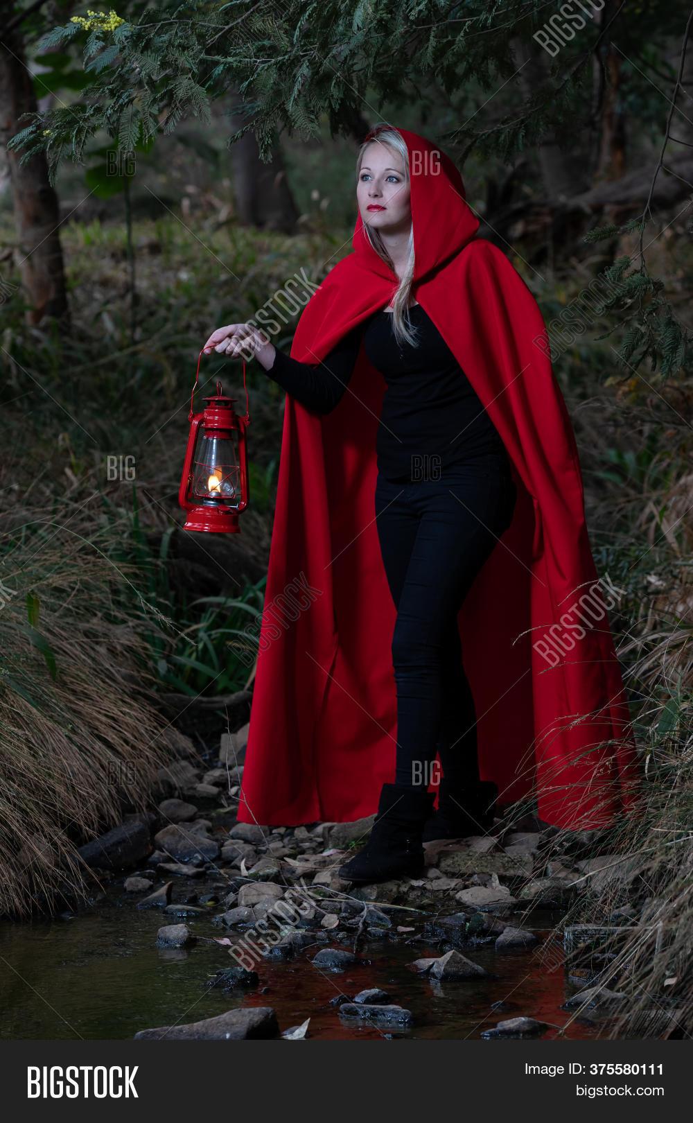 Dark Forest Red Riding Hood Women/'s Costume
