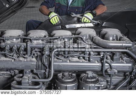 Heavy Duty Truck Diesel Engines Technician Maintain Scheduled Service Staying In Front Of Modern Sem