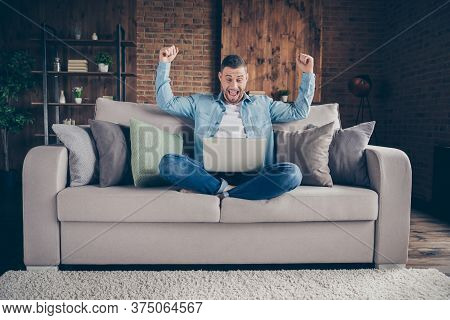 Full Body Photo Of Handsome Homey Guy Relaxing Sitting Comfy Couch Legs Crossed Browsing Notebook Fr