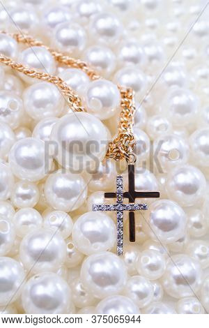 Gold Chain With Crosses One In Diamonds On Pearl Beads