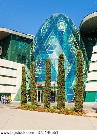 Baku, Azerbaijan - September 14, 2016: Park Bulvar Mall Is A Shopping Center In The Center Of Baku,