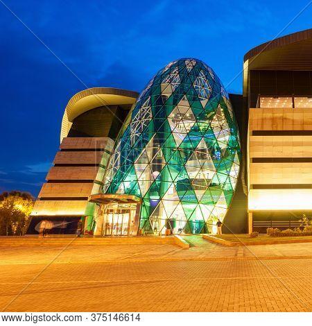 Baku, Azerbaijan - September 15, 2016: Park Bulvar Mall Is A Shopping Center In The Center Of Baku,