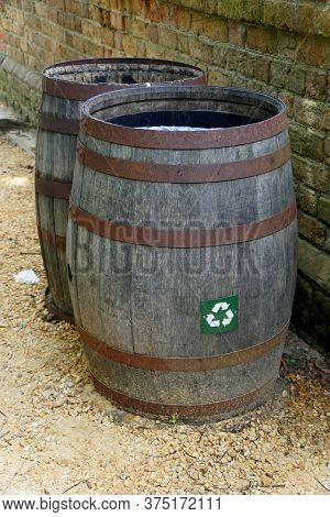 Williamsburg, Virginia, U.s.a - June 30, 2020 - A Brown Barrel For Trash Can And Recycle Bins