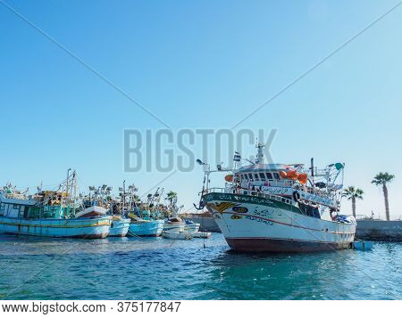 Hurgada, Egypt - February 2020: A Lot Of An Old White Boats Moored At Wharf, Long View. Red Sea Whar