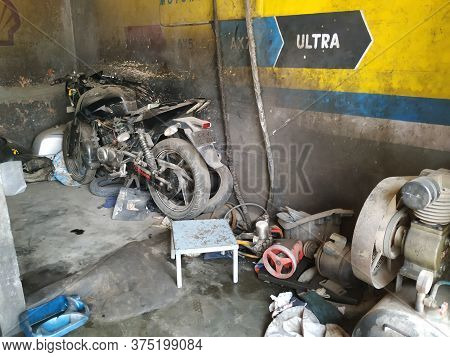 Bangalore, Karnataka/india-feb 08 2020: Closeup Of Indian Local Two Wheeler Mechanic Shop With Parts