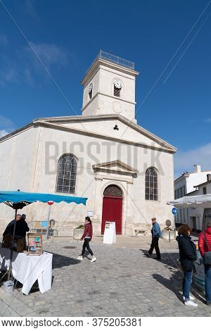Saint Martin En Re - Ile De Re  Nouvelle Aquitaine / France - 05 04 2019 : Church In Touristic Villa