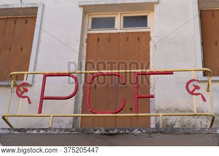 Carcassonne , Aude / France - 10 02 2019 : Sign Pcf Parti Communiste France Old Ancient Building Com