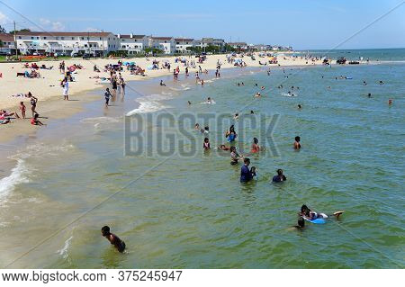 Hampton, Virginia, U.s.a - June 29, 2020 - Crowds On The Buckroe Beach During A Hot Summer Day