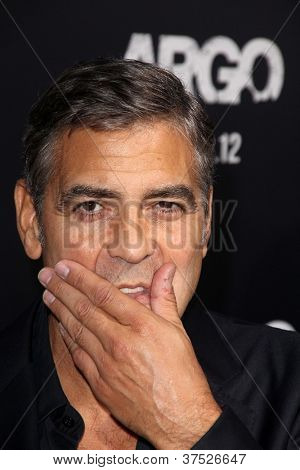 LOS ANGELES - OCT 4:  George Clooney arrives at the