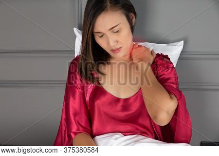 Neck Pain And Shoulder Pain In A Woman, Ache Pinched Nerve In The Neck Or Shoulder, Women Wear Red N