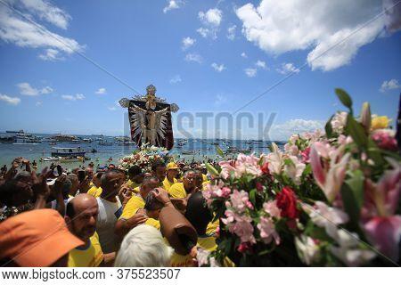 Salvador, Bahia / Brazil - January 1, 2016: The Image Of Bom Jesus Dos Navegantes Leaves The Galeota