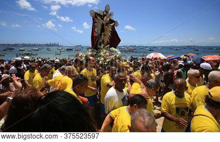 Salvador, Bahia / Brazil - January 1, 2016: Image Of Bom Jesus Dos Navegantes Leaves The Galeota Gra