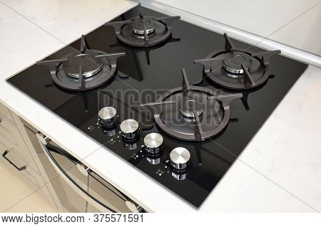 Hob Cooker Oven Made Of Glass Cast Iron Grill Stainless Steel Control Knobs Selective Focus Over Out
