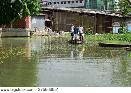 Motijheel,dhaka/bangladesh-july 09 2020: Small Wooden Boat Carry Passenger In Small Lake Near Centra