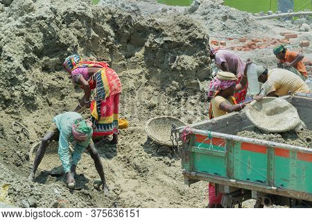 Howrah, West Bengal, India - 7th May 2017 : Indian Male And Female Workers Digging And Carrying Out