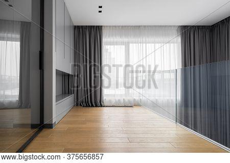 Home Interior With Mirrored Door
