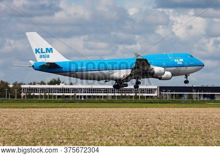 Amsterdam / Netherlands - August 15, 2014: Klm Royal Dutch Airlines Boeing 747-400 Ph-bfm Passenger