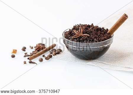 Homemade Anti-cellulite Scrub With Ground Natural Coffee, Cinnamon And Other