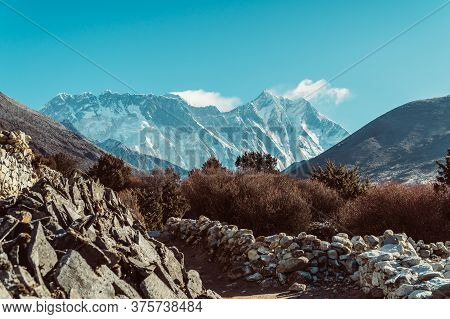 Beautifull Himalaya Mountains Landscape From The Footpath On The Everest Base Camp Trek In The Himal