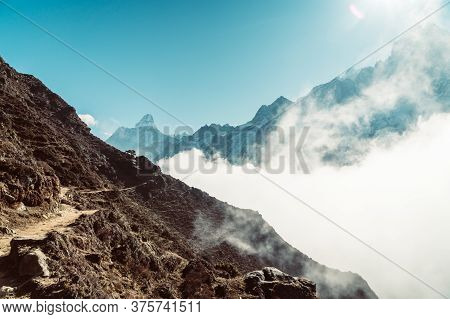 Beautifull Khumbu Valley Mountains Landscape At The Everest Base Camp Trek In The Himalaya, Nepal. H