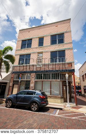 Fort Myers, Fl, Usa - July 8, 2020: Old Bail Bonds Building Downtown Fort Myers Fl Usa
