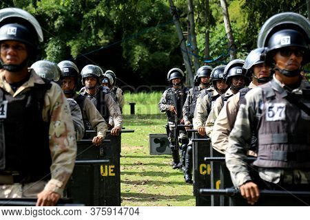 Lauro De Freitas, Bahia / Brazil - July 27, 2016: Members Of The Battalion Of Choque Are Seen During