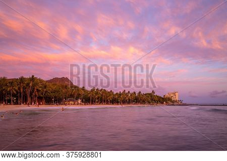 Scenery Of Waikiki Beach And Diamond Head Mountain