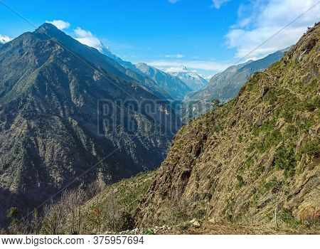 Beautifull Khumbu Valley Mountains Landscape At The Everest Base Camp Trek In The Himalaya, Nepal. H
