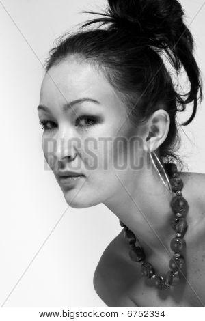 Retrato de la chica hermosa con la aparición de Asia