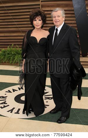 LOS ANGELES - MAR 2:  Carole Bayer Sager, Bob Daly at the 2014 Vanity Fair Oscar Party at the Sunset Boulevard on March 2, 2014 in West Hollywood, CA