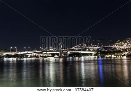Brisbane Goodwill and Captain Cook bridges by night