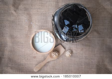 Grass Jelly with fresh milk is delicious (focus grass jelly)