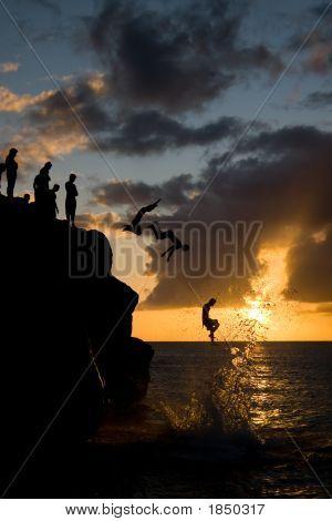 Springen In Waimea Bay