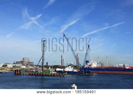 Ijmuiden september 10th 2016: the worlds biggest sealock under construction