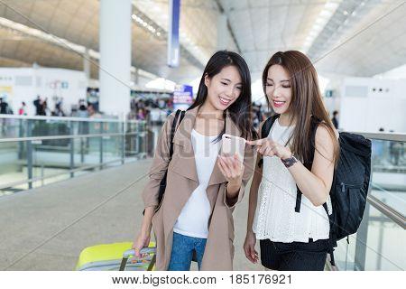 Girls go travel together