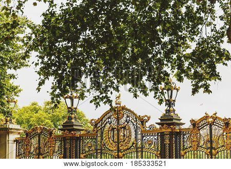 Green Park's Gates In Front Of Buckingham Palace In London