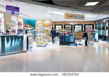 BANGKOK- MAR 01 : Small Duty free shop at Suvanaphumi Airport, Bangkok on March 01,2015. Suvarnabhumi airport is world's 4th largest single-building airport terminal.