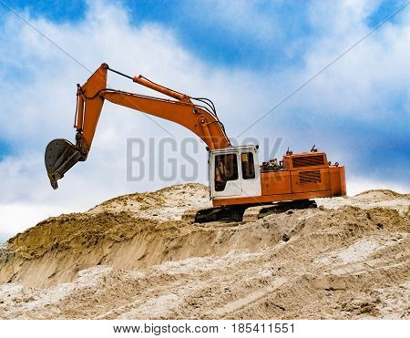 Machine excavator bucket rakes in construction sand