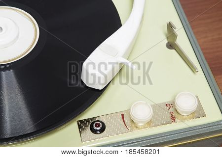 An old gramophone with the lp record