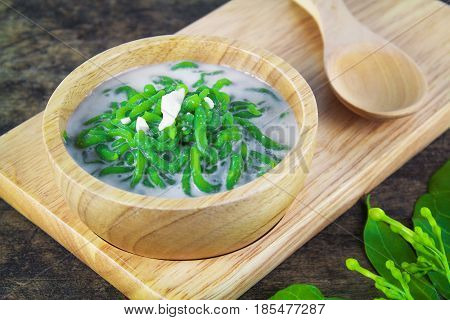 Thai dessert, rice noodles made of rice eaten with coconut milk on wooden table