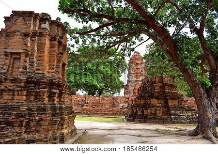 The ancient capital of the state is the Temple complex of Buddhism, which, despite the destruction, the growing trees in the squares, amazes with its exquisite architectural beauty and architecture of the building.