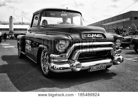 Berlin - May 11: Car Gmc Deluxe Cab Pickup Truck 350 V8 Th350 (black And White), 26Th Oldtimer-tage
