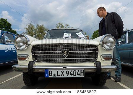Berlin - May 11: Large Family Car Peugeot 404, 26Th Oldtimer-tage Berlin-brandenburg, May 11, 2013 B
