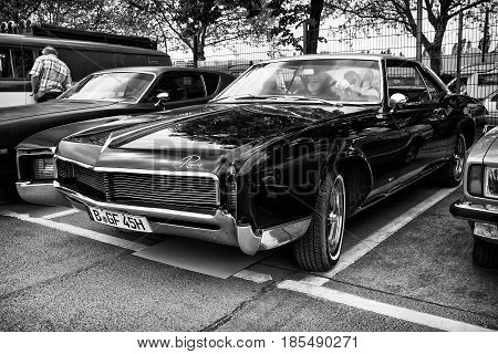 Berlin - May 11: Personal Luxury Car Buick Riviera Gs, Second Generation (black And White), 26Th Old