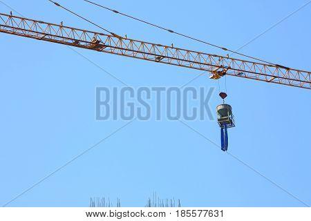 Construction Crane Hoisting Cement Bucket Mixer Pouring