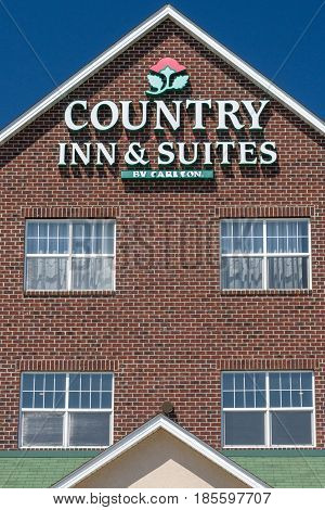 Country Inn And Suites Exterior Sign And Logo