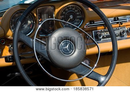 Paaren Im Glien, Germany - May 19: Cab Full-size Luxury Car Mercedes-benz 300 Se Cabriolet (w112),